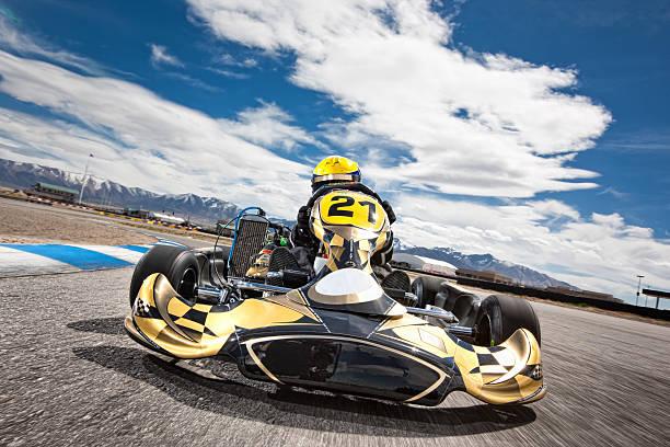 Go Kart Racer Beschleunigung um Track – Foto