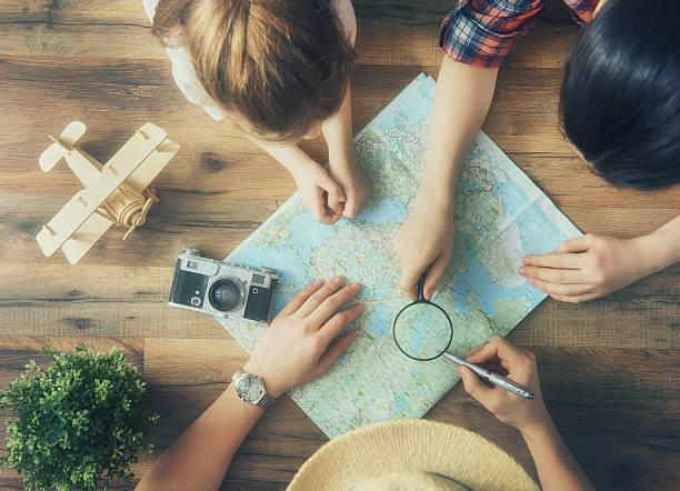 begeben sie sich auf ein abenteuer! - kartographie stock-fotos und bilder