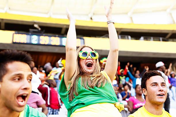 tor! verzückt weibliche fußball-fan cheers ihr team - spielerfrauen stock-fotos und bilder