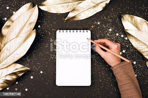 istock Goal lift for New Year. 1082592146