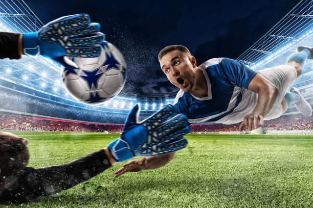 Torwart fängt den Ball im Stadion – Foto