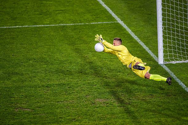 Goalkeeper diving - foto de acervo