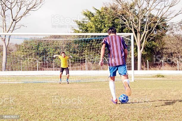 Goalkeeper picture id185926317?b=1&k=6&m=185926317&s=612x612&h=sts oqr53p2bqopgrgiddtdpbzis6nn7m5rsmanarwo=