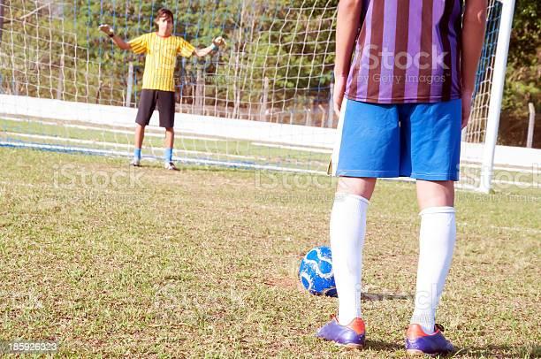 Goalkeeper picture id185926323?b=1&k=6&m=185926323&s=612x612&h=3rm0zj3lsyp0pfcafxgnxhzqtdfmoa6bl3fbmddin6i=