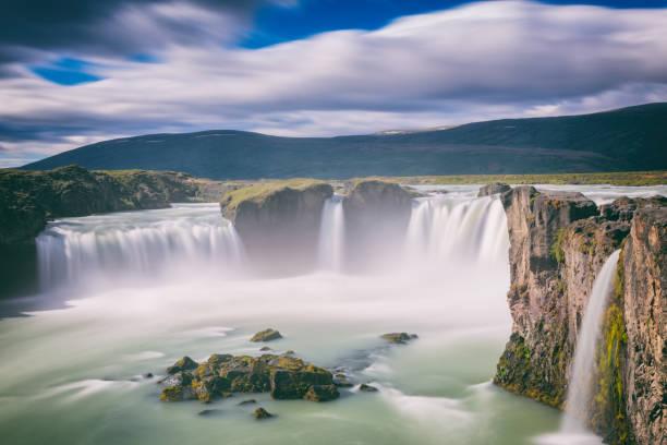 Wasserfall Godafoss (Akureyri), spektakuläre Landschaft, Skjalfandafljot Fluss, Norðurland, nördlich von Island – Foto
