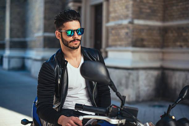 going für sie - motorrad männer stock-fotos und bilder