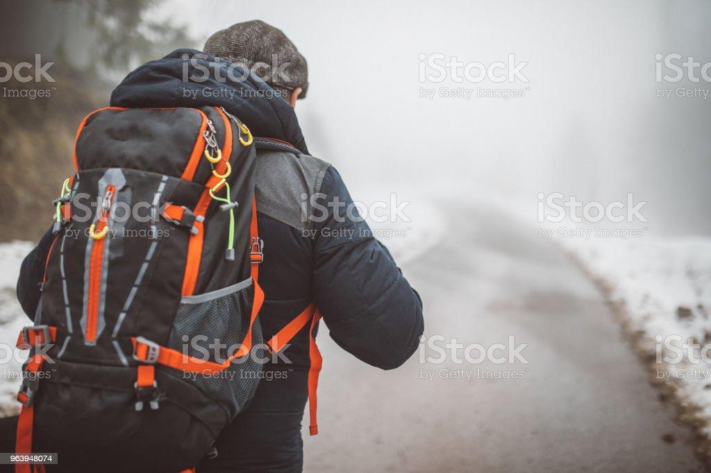 冬のハイキング - 1人のロイヤリティフリーストックフォト