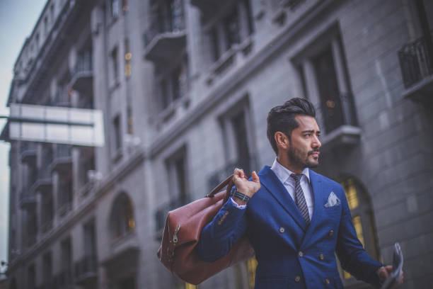 週末に家に帰る - 男性のファッション ストックフォトと画像