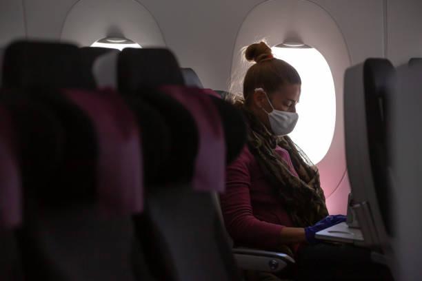 going home. - covid flight imagens e fotografias de stock