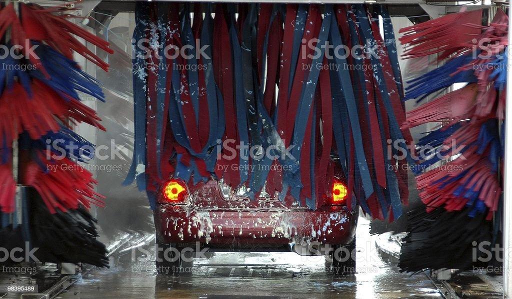 Va a través de lavado del automóvil - foto de stock
