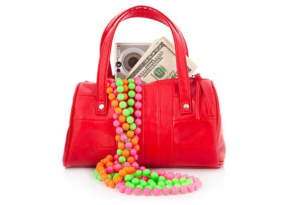 zum mardi gras-rote tasche, eine digitale kamera, geld - geld schön verpacken stock-fotos und bilder