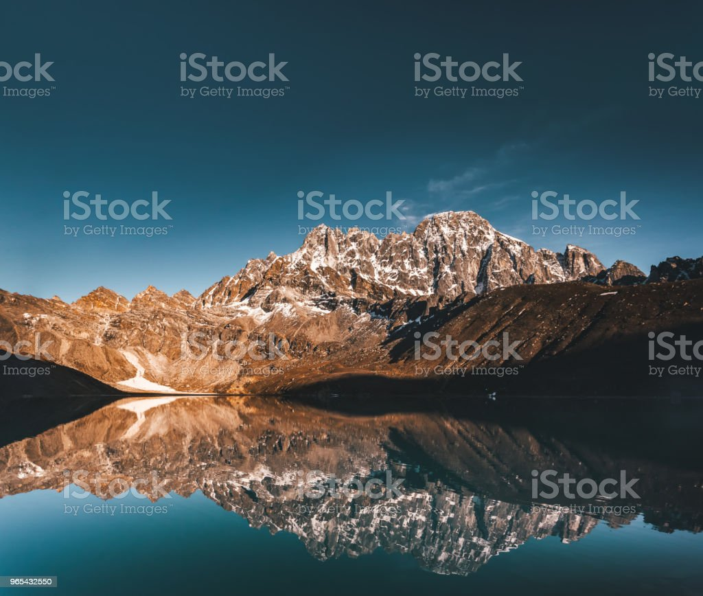 Gokyo Lake on the Himalayas mountains background zbiór zdjęć royalty-free