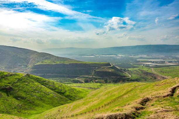 alturas de golan e vista de montanhas de galilee, israel. - israel - fotografias e filmes do acervo