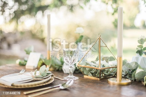 Inspiration for wedding table decoration in boho and rustic style.