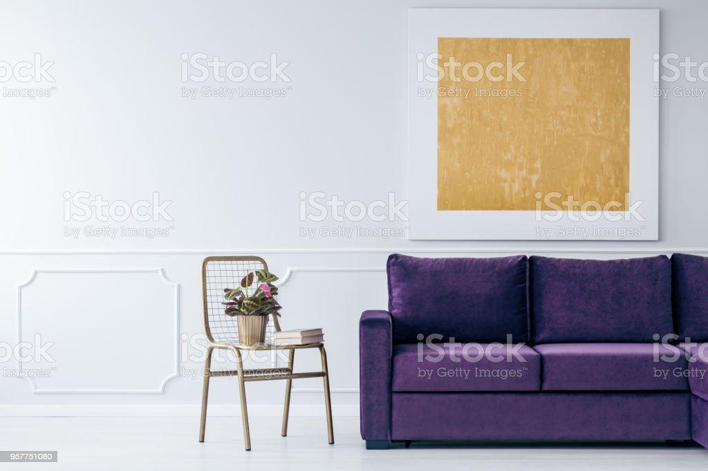 Lila Wohnzimmer, gold und lila wohnzimmer stock-fotografie und mehr bilder von buch, Design ideen