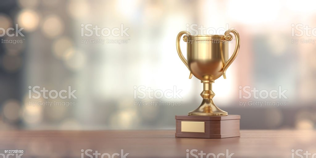 Gold Award-Cup gegen den defokussierten Hintergrund – Foto