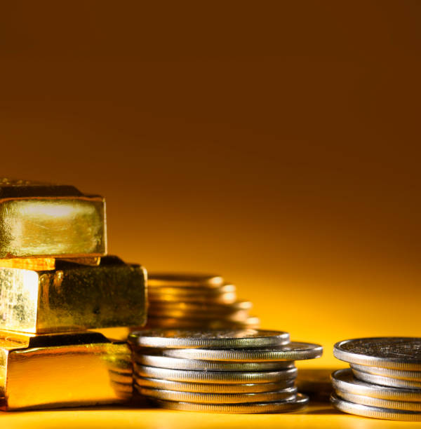 Gold bars and coins on a brown background. – Foto