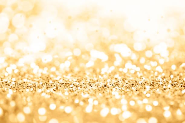 gold-feier hintergrund zum jubiläum, silvester, weihnachten, fallen münzen, hochzeit oder geburtstag - einladungskarten 50. geburtstag stock-fotos und bilder