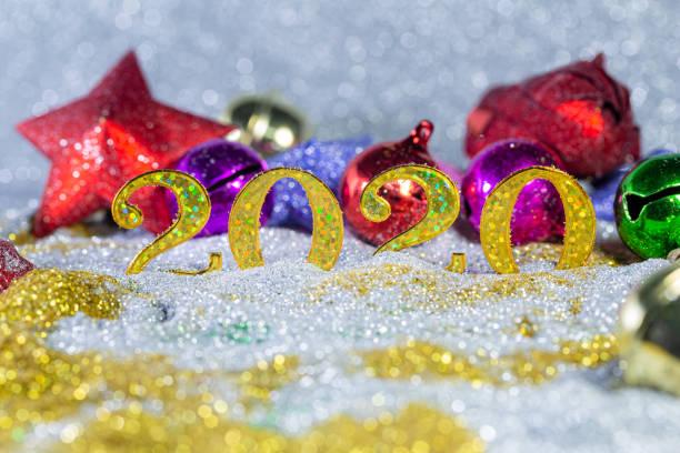 gold-feier hintergrund für jubiläum, silvester, weihnachten, fallende münzen, hochzeit oder geburtstag - einladungskarten 50. geburtstag stock-fotos und bilder