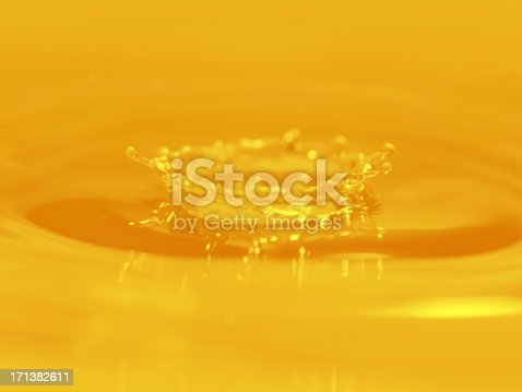 858282944istockphoto Gold Color Water Drop - Large 171382611