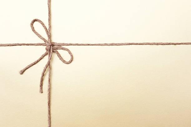 gold colorida das embalagens com corda em nó - atado - fotografias e filmes do acervo