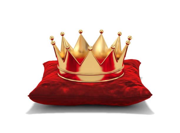 goldene krone auf rotem samt kissen - könig stock-fotos und bilder