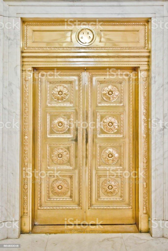 puertas de oro - foto de stock