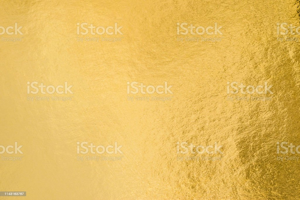 Gold foil leaf shiny wrapping paper texture background for wall paper decoration element - Foto stock royalty-free di Abilità