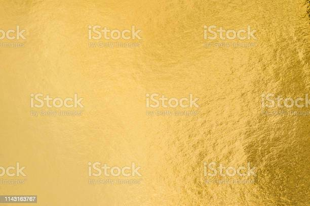 Gold Foil Leaf Shiny Wrapping Paper Texture Background For Wall Paper Decoration Element - Fotografie stock e altre immagini di Abilità