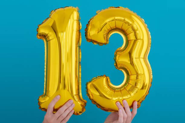 goldfolie nummer 13 feierballon - number 13 stock-fotos und bilder