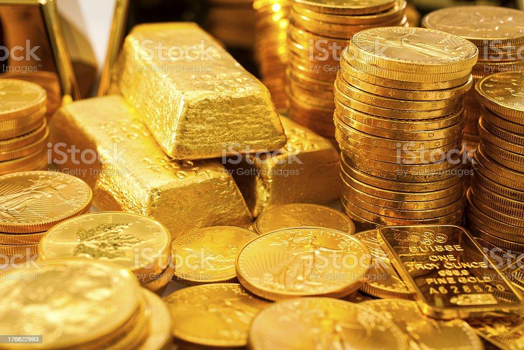Barra de Ouro e moedas de ouro - foto de acervo