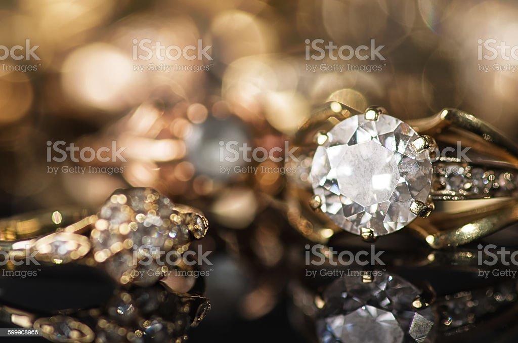 Gold jewelry. - Royaltyfri Bildskärpa Bildbanksbilder