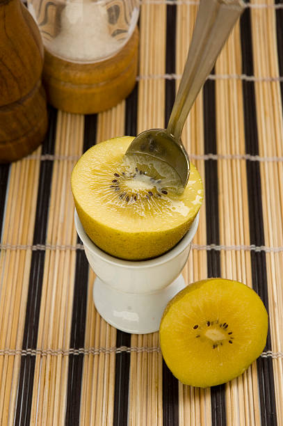 Gold Kiwi für breakfast2 – Foto