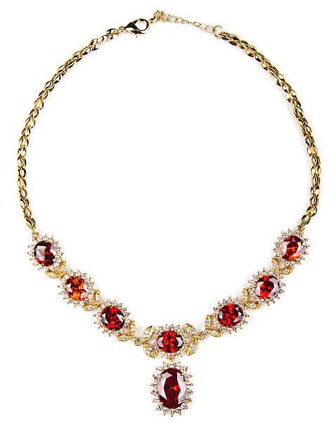 изолированные золотое колье с драгоценными камнями - ожерелье стоковые фото и изображения