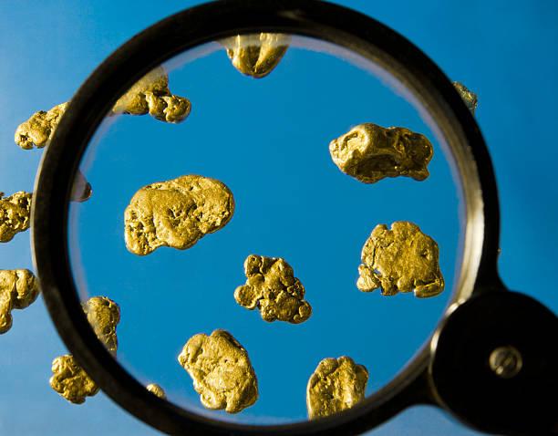 gold-nuggets. - aurum stock-fotos und bilder