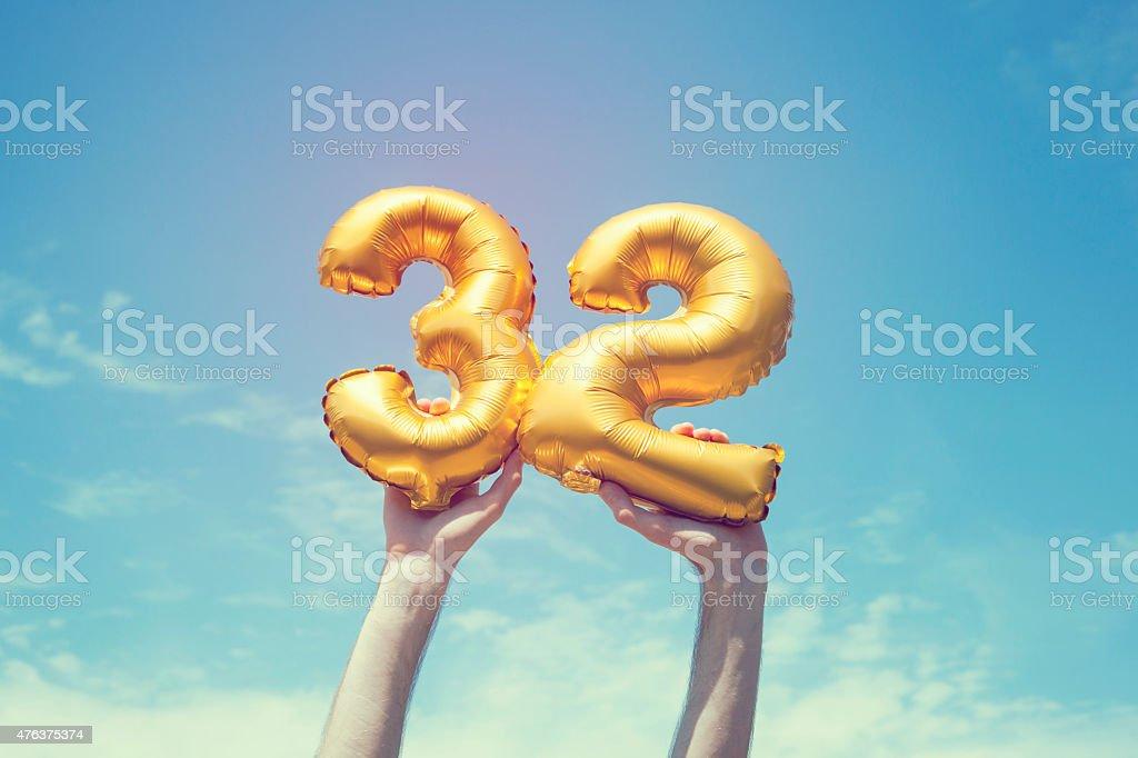 Número 32 globos de oro - foto de stock