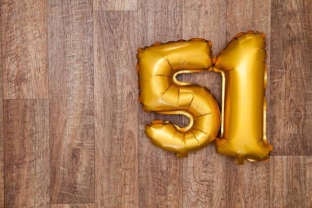 número 51 globos de oro - numero 51 fotografías e imágenes de stock