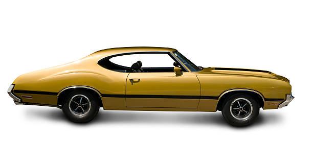 gold oldsmobile 442 muskel auto-seitenansicht - alten muscle cars stock-fotos und bilder