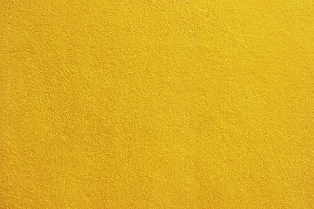 gouden verf cement muur achtergrond. - pleister bouwmateriaal stockfoto's en -beelden