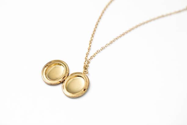 gold pendant locket necklace - porta retrato imagens e fotografias de stock