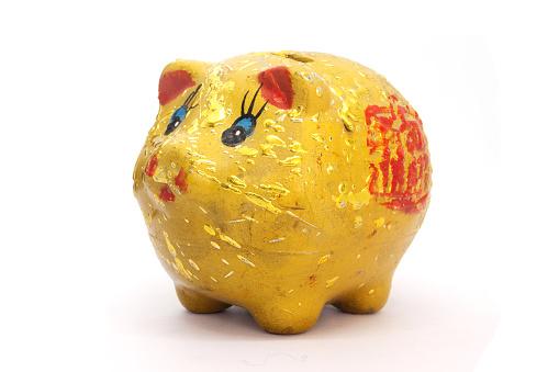 Goldene Sparschwein Auf Weißem Hintergrund Stockfoto und mehr Bilder von Bankgeschäft