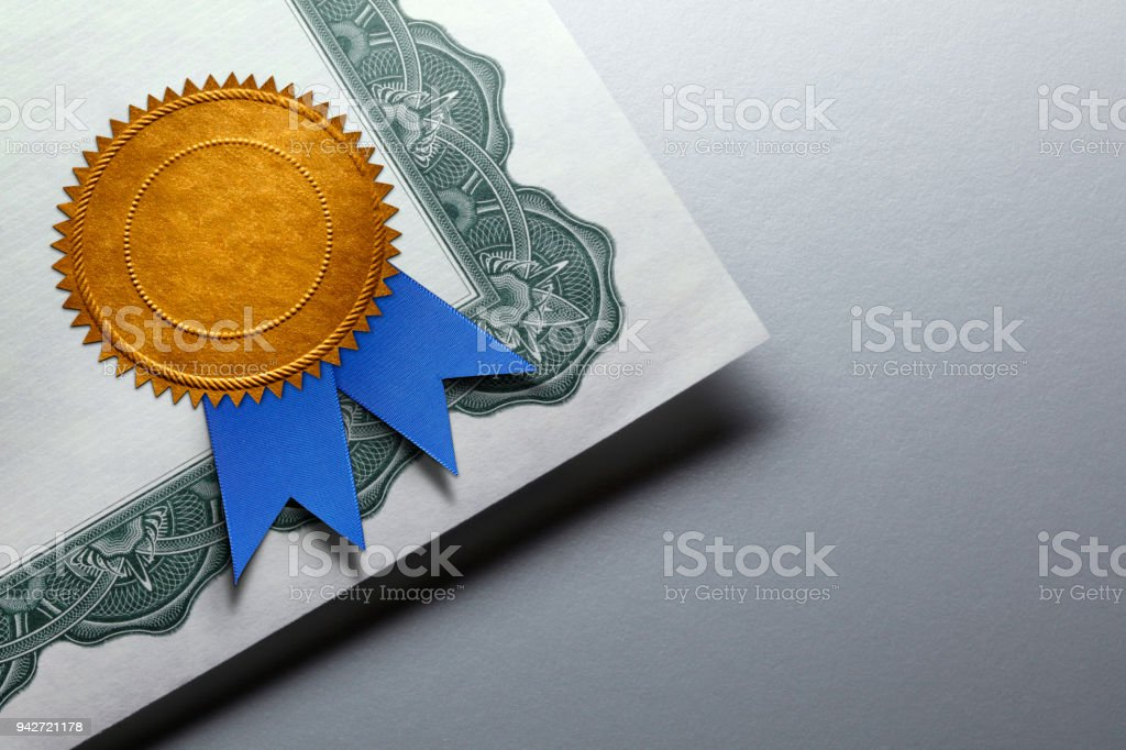 Gold Seal With Blue Ribbon On A Certificate Of Achievement - foto stock