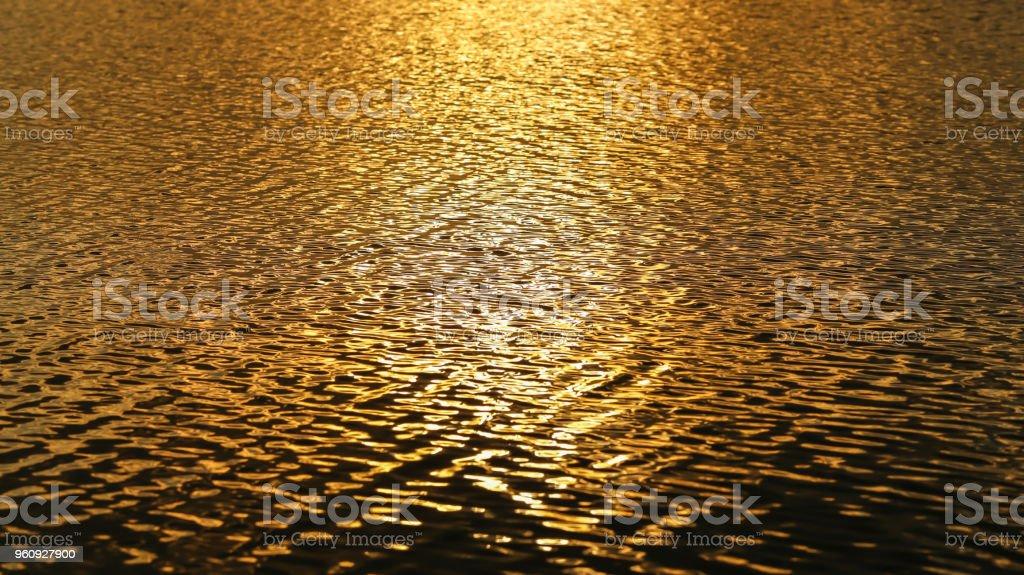 Gold Wasser Welle Hintergrund. - Lizenzfrei Abstrakt Stock-Foto