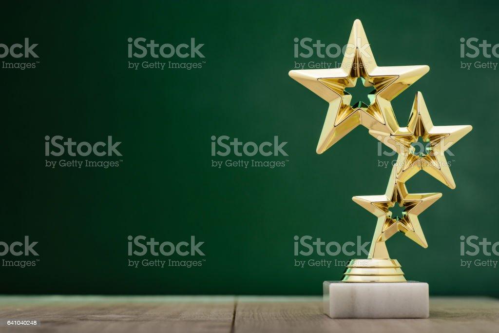 Gold-Gewinner ausgezeichnet mit drei Sternen – Foto