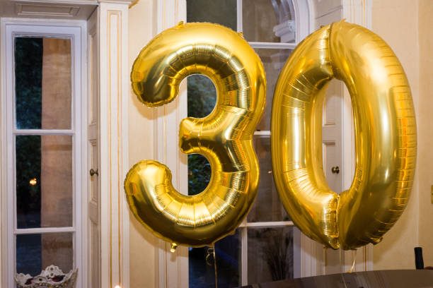 golden 30th birthday balloons - 30 te urodziny zdjęcia i obrazy z banku zdjęć