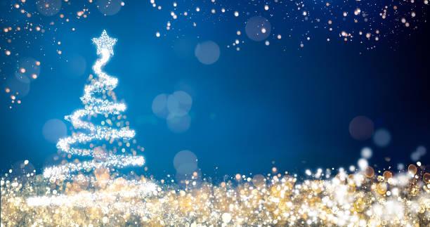 goldene und silberne lichter mit weihnachtsbaum auf blauem hintergrund, helle dekoration für merry xmas-ansage. eleganten urlaub saison soziale digitale postkarte. copy art platz für text oder logo - weihnachtskarte stock-fotos und bilder