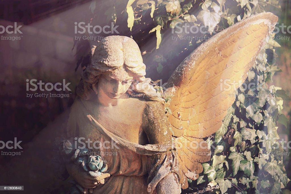 golden angel de la lumière du soleil (antique statue - Photo