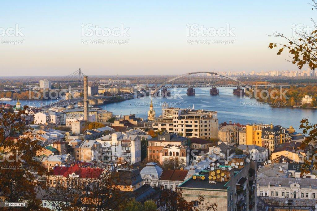 Otono Dorado En Ucrania Vista Del Dnieper Casas Puentes De La Capital De Ucrania Kiev Foto De Stock Y Mas Banco De Imagenes De Agua Istock