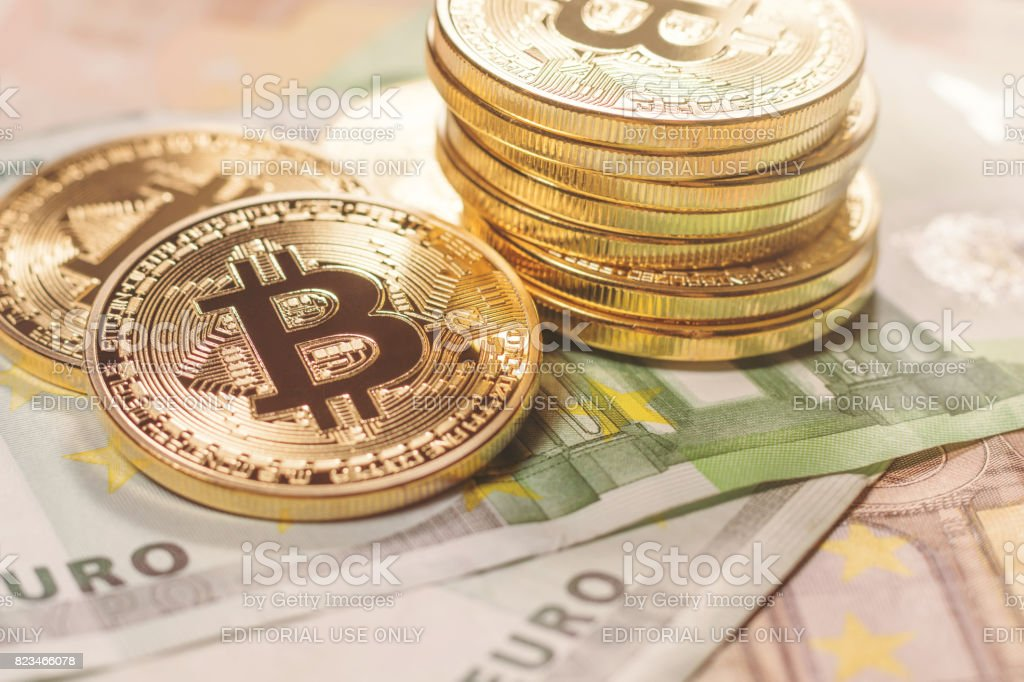 Bitcoin oro fondo Euro. Cryptocurrency de Bitcoin. - foto de stock
