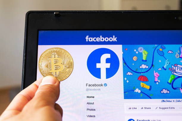 golden bitcoin lying homepage of facebook launching digital wallet calibra and cryptocurrency libra - paypal foto e immagini stock